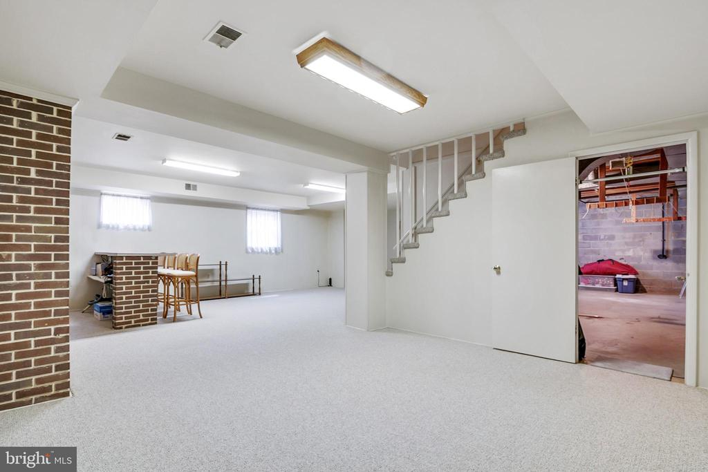 Perfect for game room - 8927 BURBANK RD, ANNANDALE