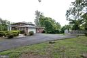 Fenced in yard perfect for garden or pets - 8927 BURBANK RD, ANNANDALE