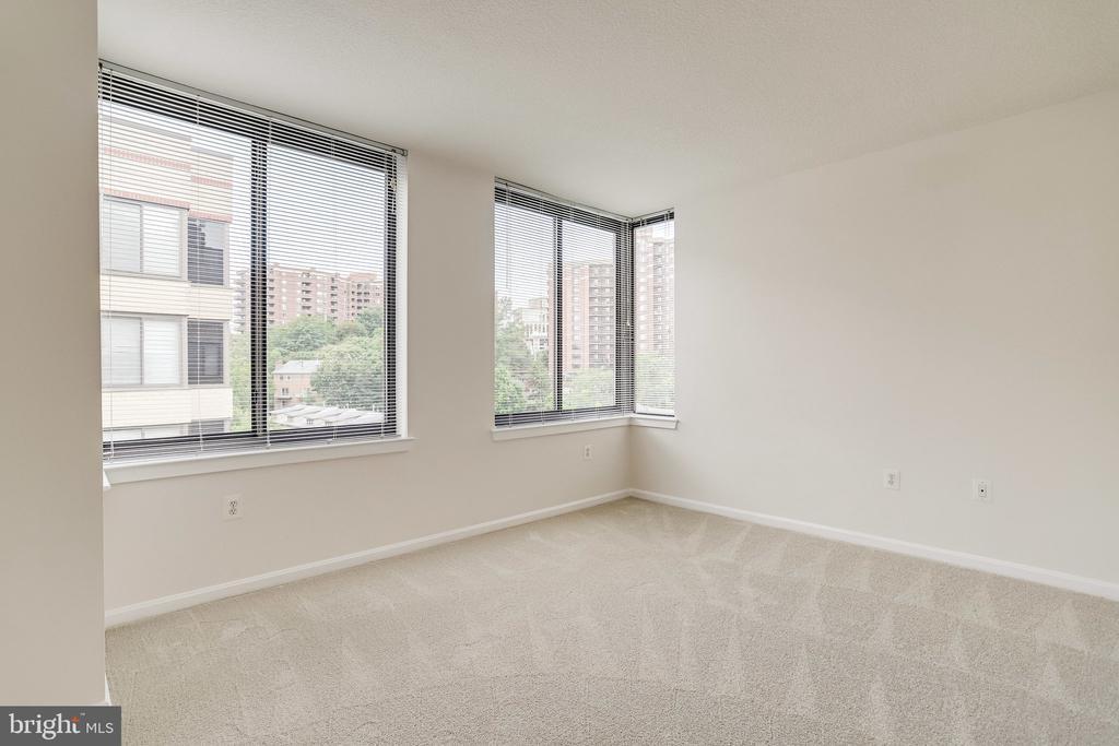 Second bedroom with brand new carpet. - 2220 FAIRFAX DR #803, ARLINGTON