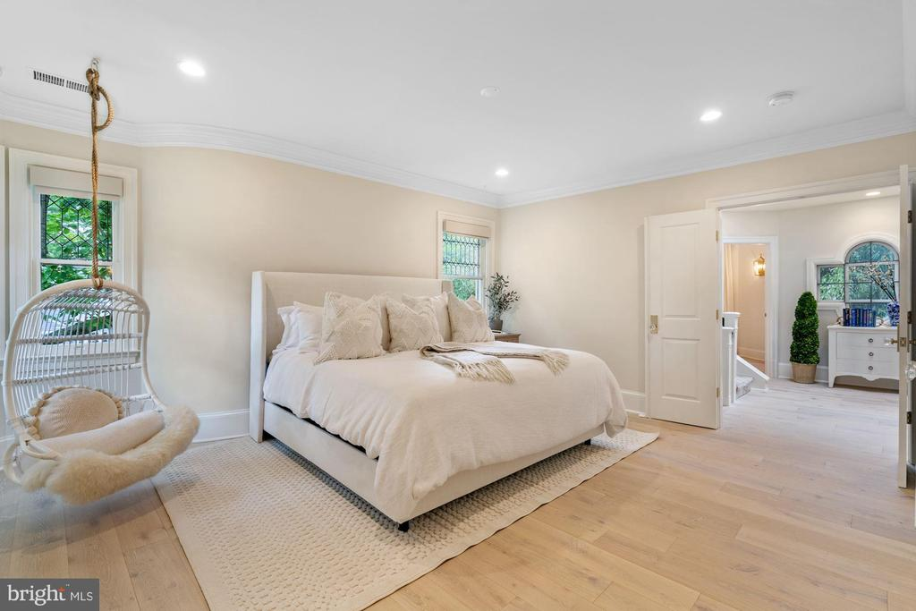 Guest Bedroom with Double Door Entry - 3315 HIGHLAND PL NW, WASHINGTON