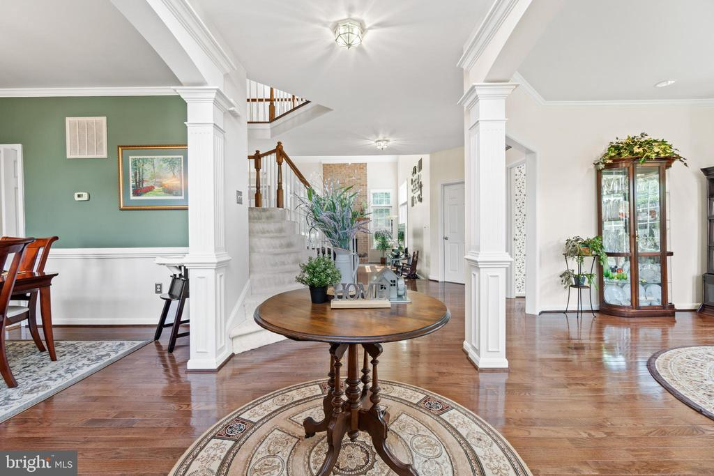 Foyer with stairs leading to the upper level - 15997 KENSINGTON PL, DUMFRIES