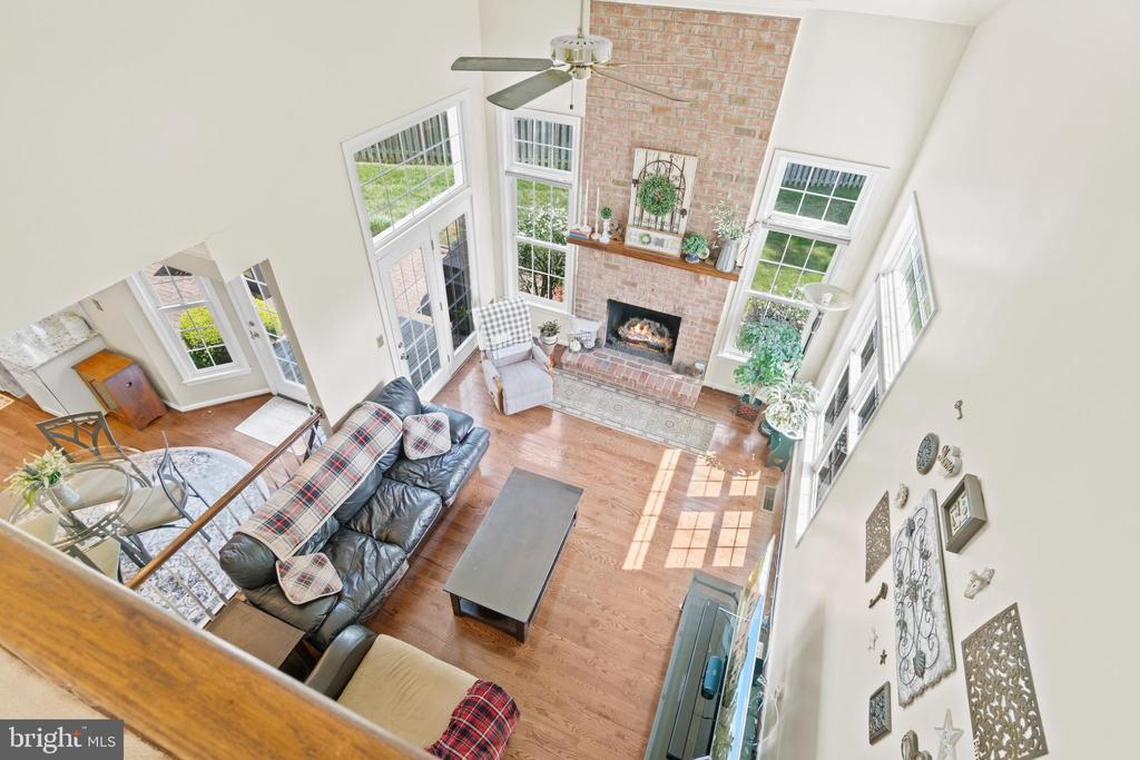View from Upstairs to Family Room - 15997 KENSINGTON PL, DUMFRIES