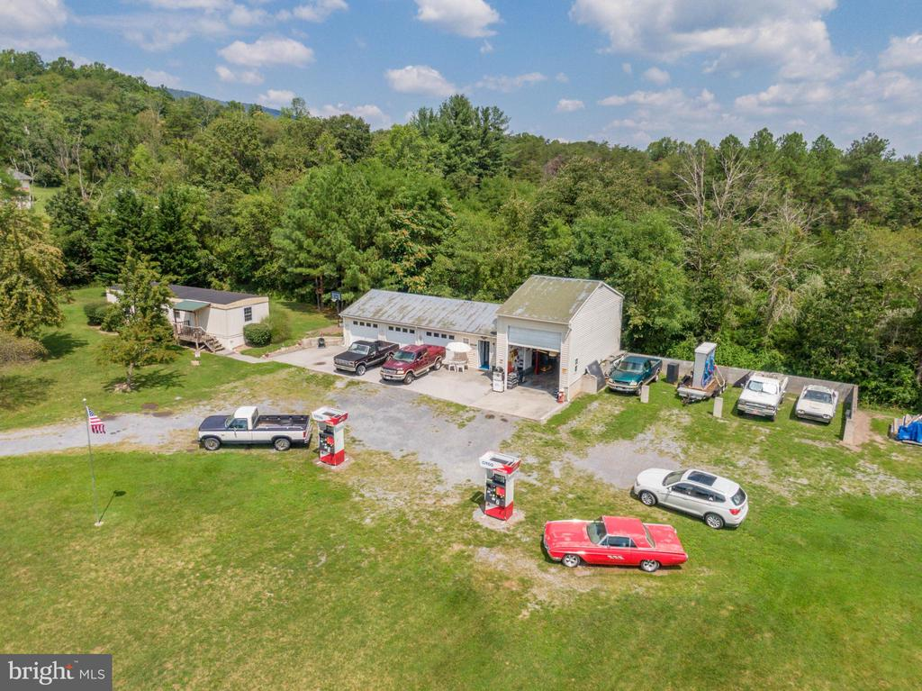 Shop area with PLENTY of parking space - 140 BOWMAN LN, WINCHESTER