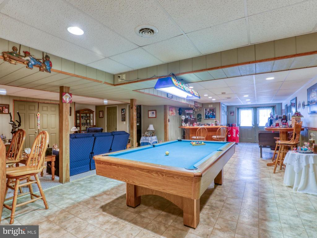 Lower level rec room perfect for entertainment! - 140 BOWMAN LN, WINCHESTER