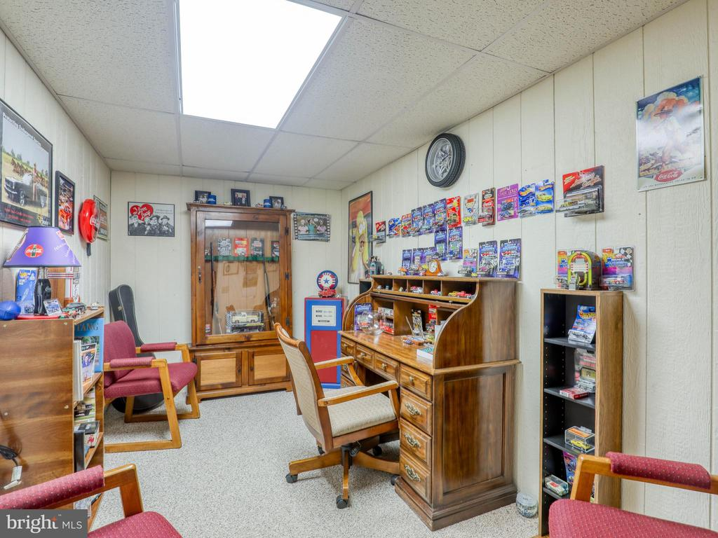 Lower level office - 140 BOWMAN LN, WINCHESTER