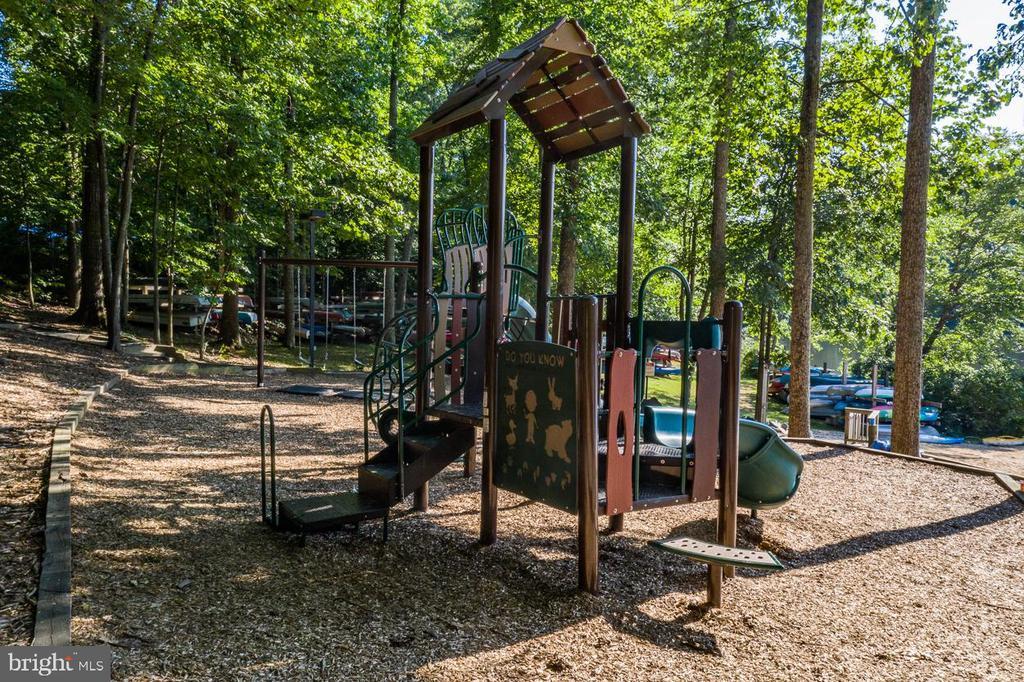 West Beach Playground - 15697 THISTLE CT, DUMFRIES