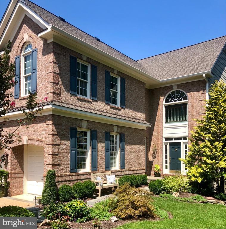 Custom landscaping w flagstone walk & trim - 20260 ISLAND VIEW CT, STERLING
