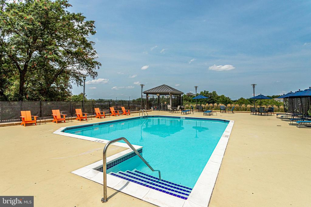 Stay cool in the community pool - 1830 FOUNTAIN DR #1008, RESTON