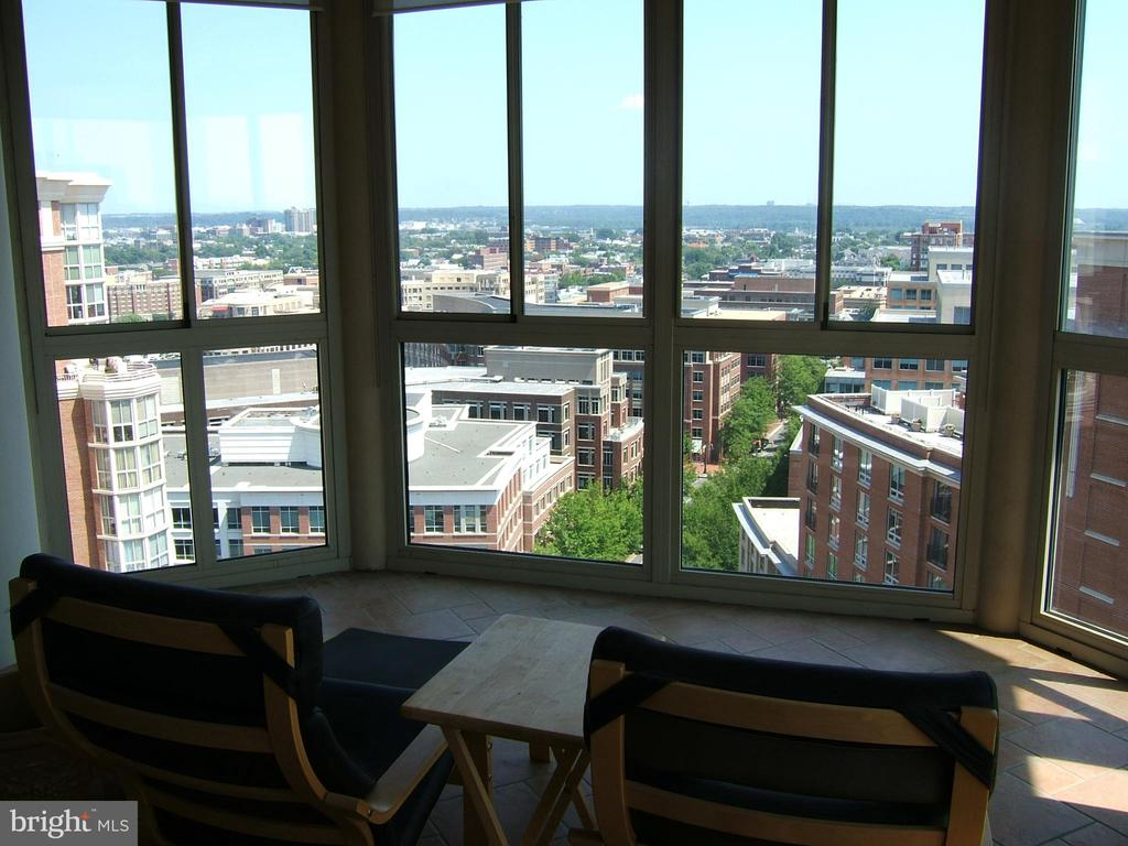 View from balcony during the day looking east - 2151 JAMIESON AVE #2109, ALEXANDRIA