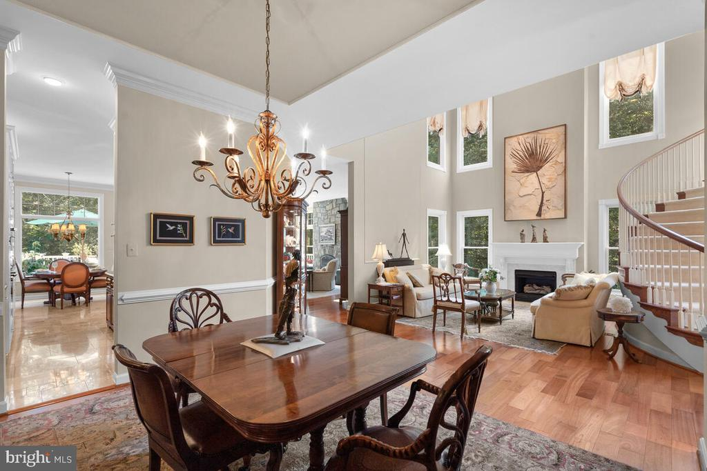 Formal Dining Room, opens to Living Room - 20260 ISLAND VIEW CT, STERLING