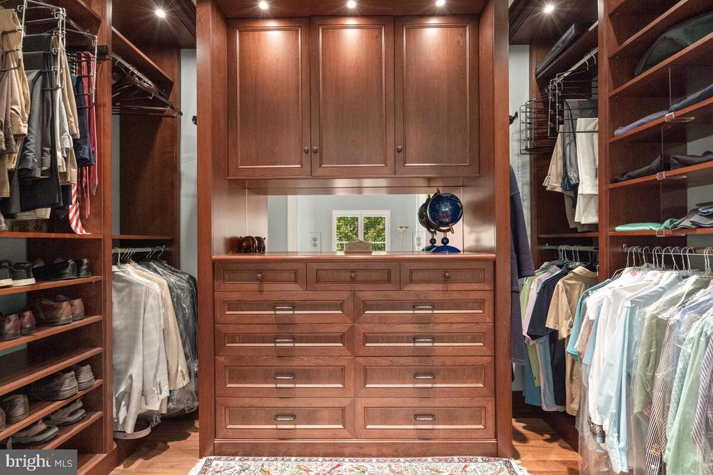 Master Closet: Custom / HIS - 20260 ISLAND VIEW CT, STERLING