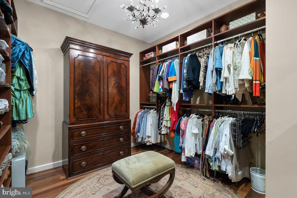 Master Closet: Custom / HERS (there is more) - 20260 ISLAND VIEW CT, STERLING