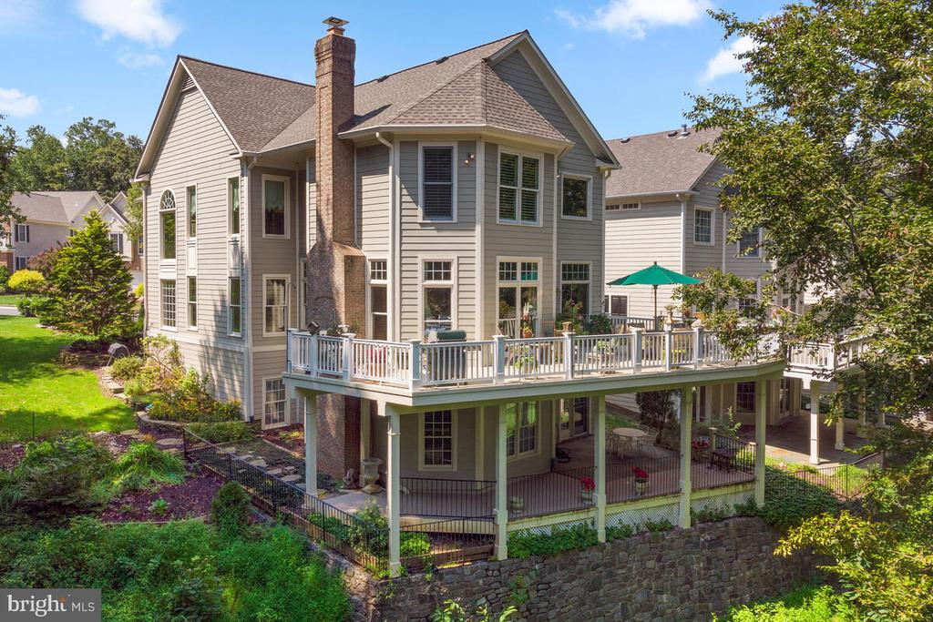Exterior: rear view - 20260 ISLAND VIEW CT, STERLING