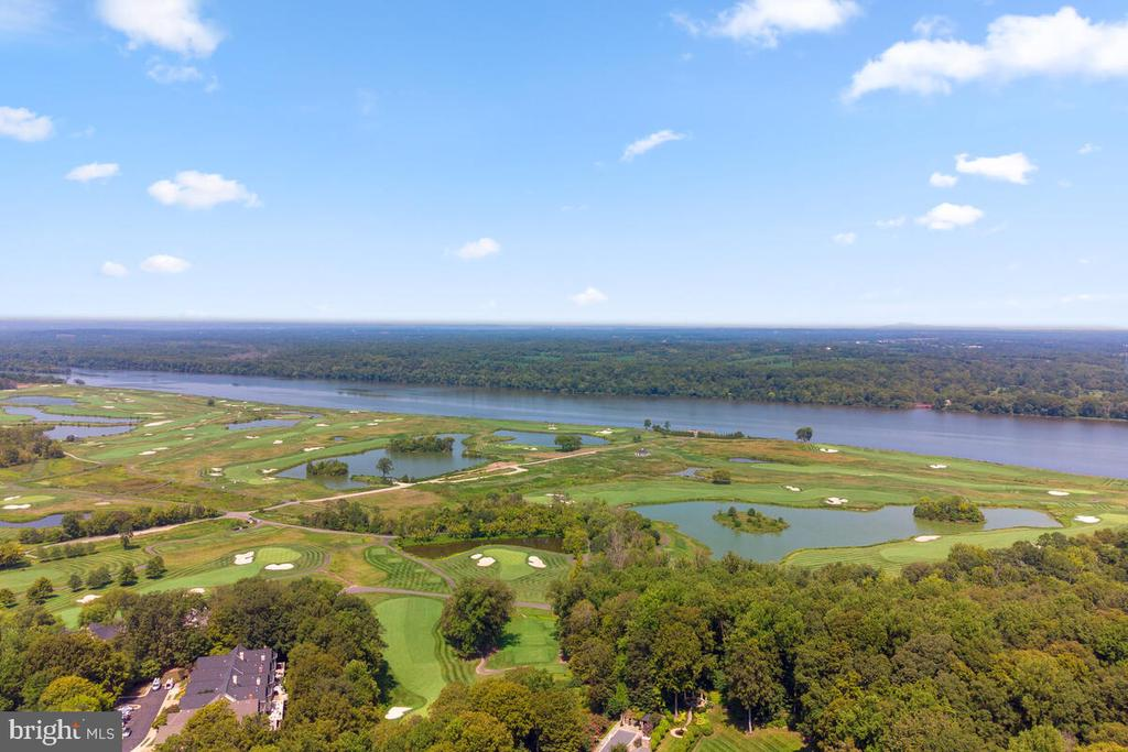 Resort-style Living. Golf-cart friendly. - 20260 ISLAND VIEW CT, STERLING