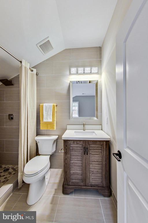 Bathroom #2 (ensuite) - 3104 SLEEPY HOLLOW RD, FALLS CHURCH