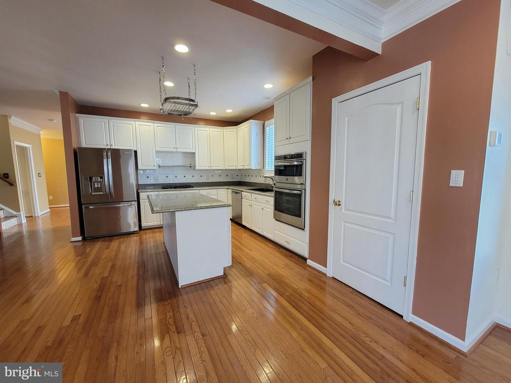 View from Morning Room into Kitchen - 25452 CROSSFIELD, CHANTILLY