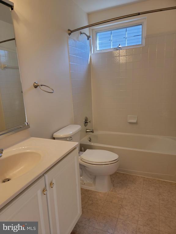 Upper Hall Bathroom with EXTRA WINDOW - 25452 CROSSFIELD, CHANTILLY