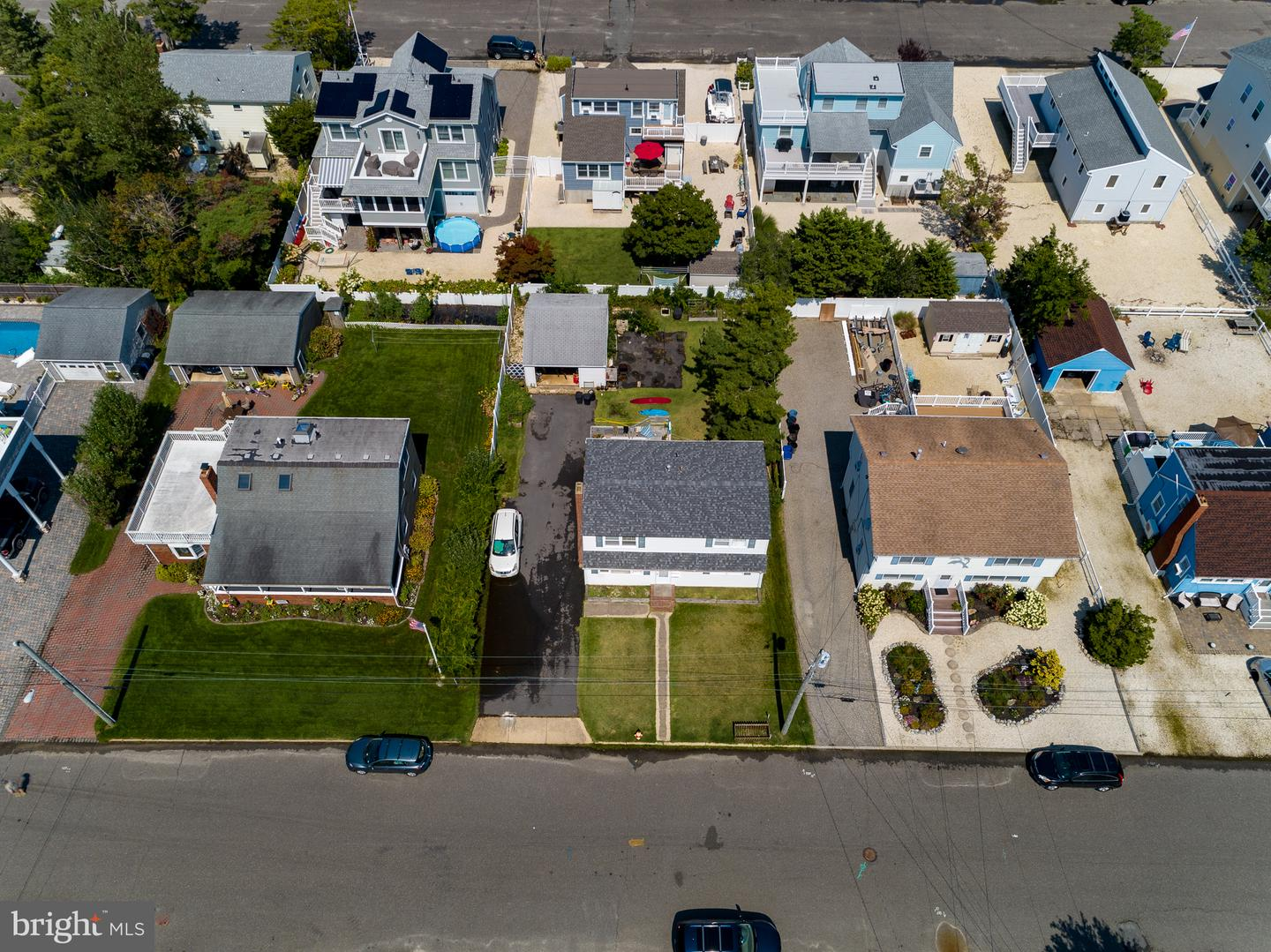 321 W 16TH ST - Picture 8