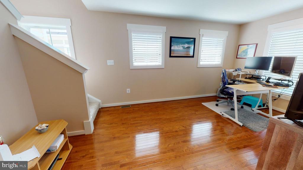 Bedroom level  office space/playroom - 22469 VERDE GATE TER, BRAMBLETON