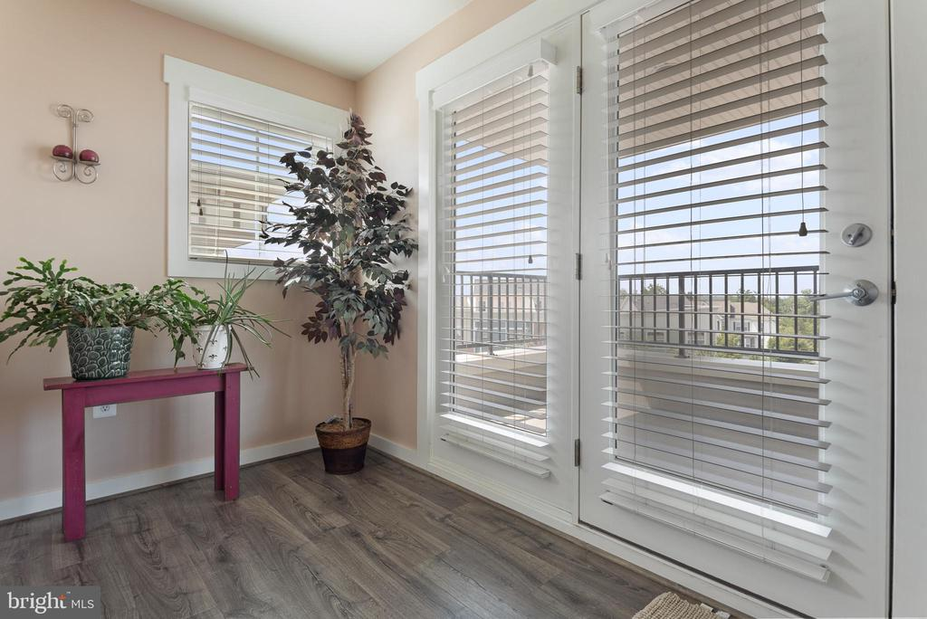 4th lvl features walk out to oversized balcony - 22469 VERDE GATE TER, BRAMBLETON