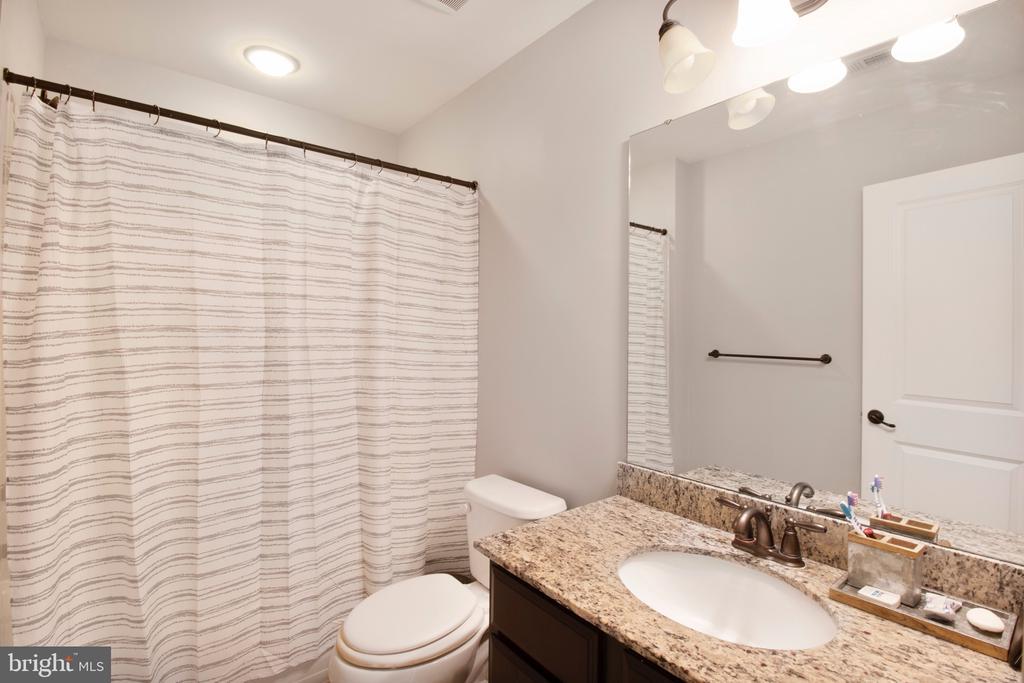 Upstairs bathroom 2 - 2440 POTOMAC RIVER BLVD, DUMFRIES
