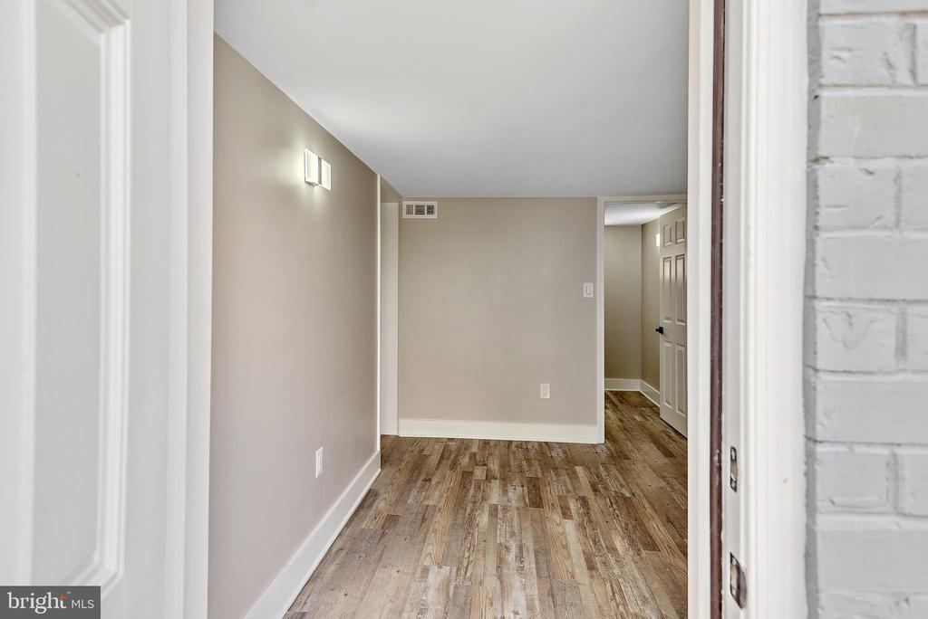 Entrance from lower level door - 2217 FRANKLIN ST NE, WASHINGTON