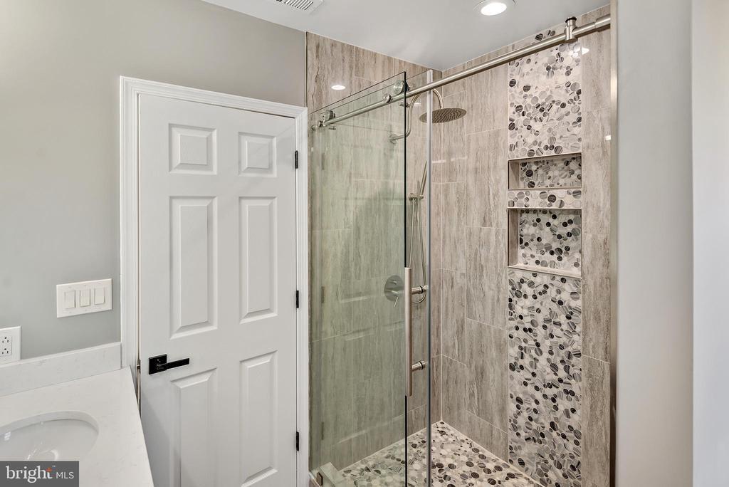 Primary bathroom - 2217 FRANKLIN ST NE, WASHINGTON