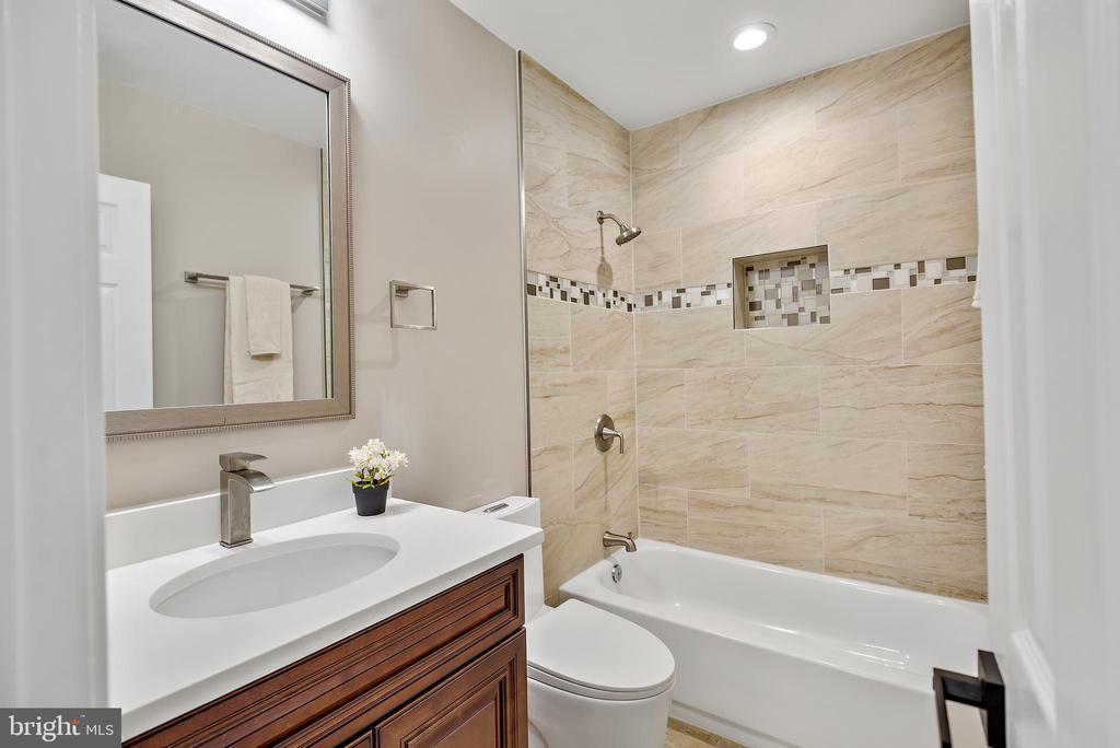 Secondary Bathroom - 2217 FRANKLIN ST NE, WASHINGTON
