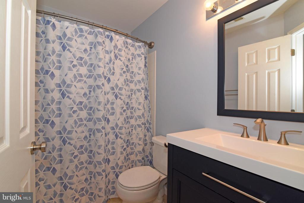 SECOND FULL BATHROOM - 112 CONNERY TER SW, LEESBURG