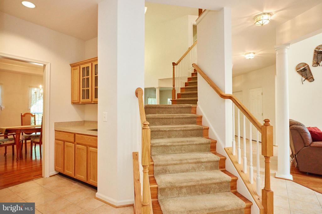 Dual entry to the grand staircase - 619 BRECKENRIDGE WAY, SHENANDOAH JUNCTION