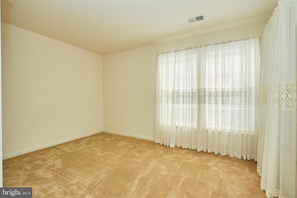Sitting room or office off the master bedroom - 619 BRECKENRIDGE WAY, SHENANDOAH JUNCTION