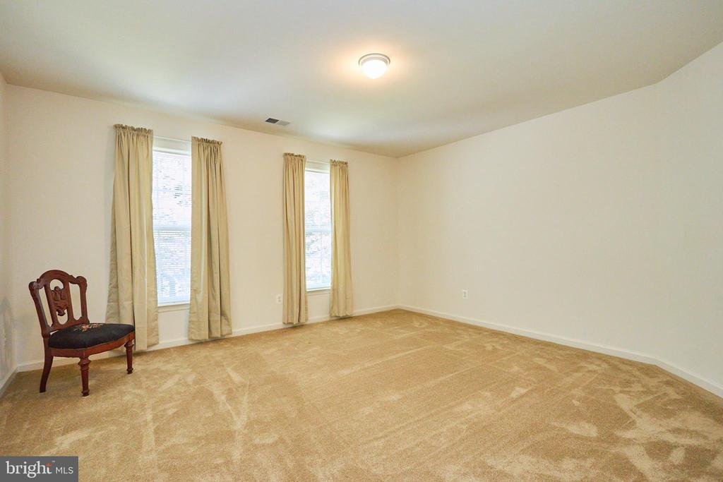Bedroom 2 with an en suite bathroom - 619 BRECKENRIDGE WAY, SHENANDOAH JUNCTION