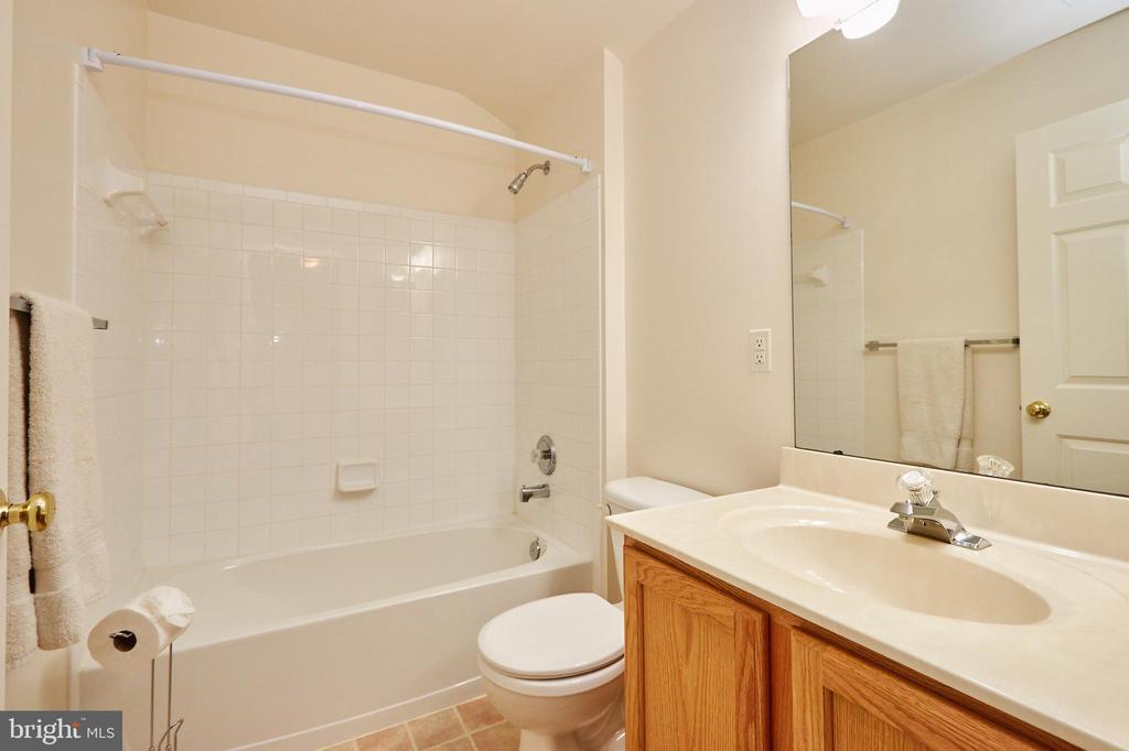 En suite bathroom - 619 BRECKENRIDGE WAY, SHENANDOAH JUNCTION
