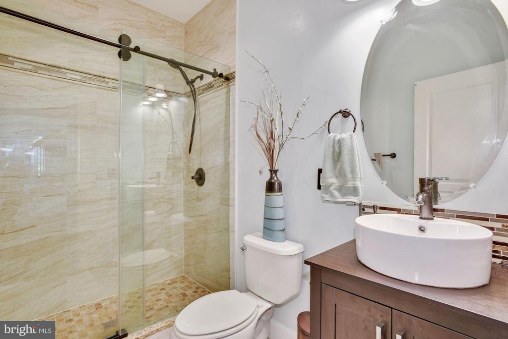 Main Level Full Bathroom - 41192 BLACK BRANCH PKWY, LEESBURG