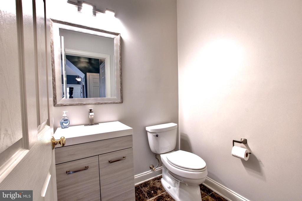 Half bath on Main Level with marble floor - 25659 TREMAINE TER, CHANTILLY