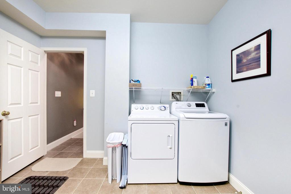 Owners added huge laundry room in basement - 25659 TREMAINE TER, CHANTILLY