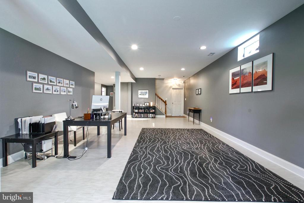 Space for a big home office or whatever you choose - 25659 TREMAINE TER, CHANTILLY