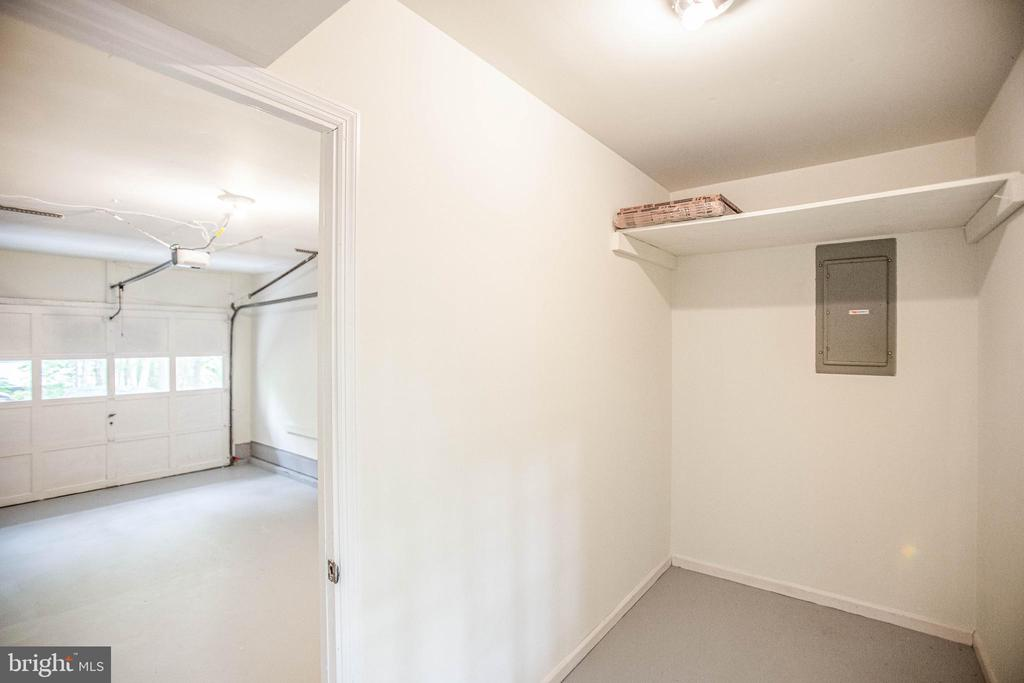 Great storage space of the garage - 1217 EASTOVER PKWY, LOCUST GROVE