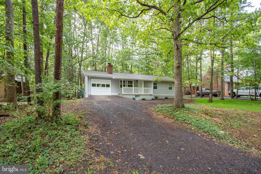 Affordable home in Lake of the Woods - 1217 EASTOVER PKWY, LOCUST GROVE