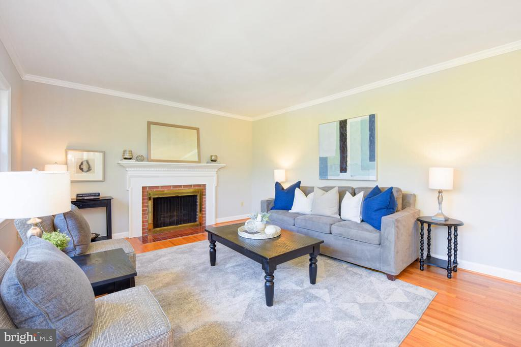Living room with a fireplace - 2305 WINDSOR RD, ALEXANDRIA