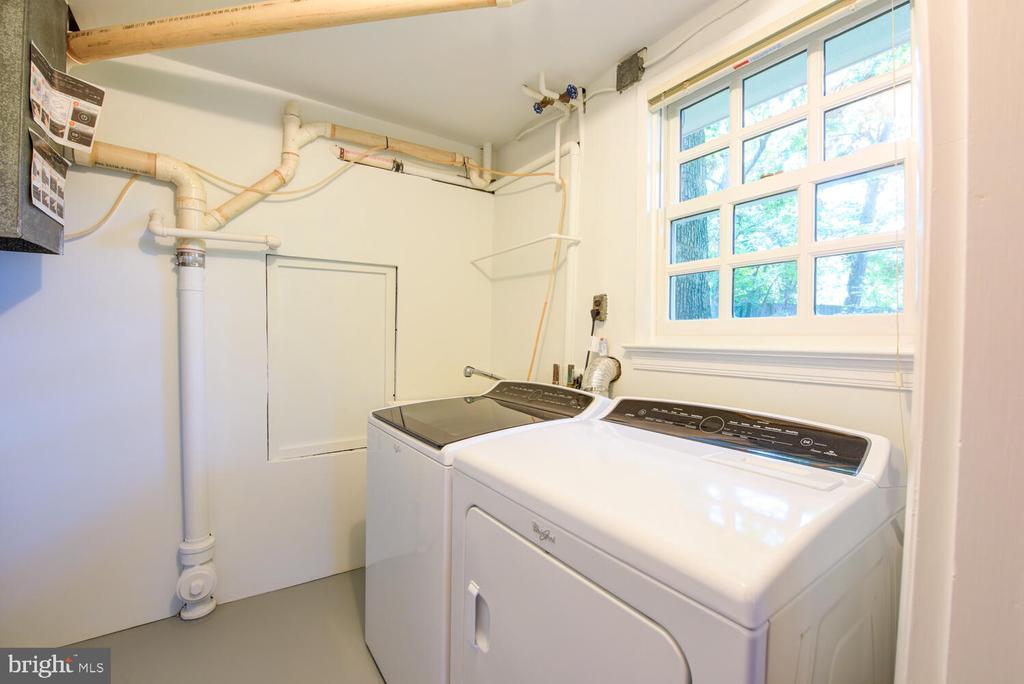 Laundry room - 2305 WINDSOR RD, ALEXANDRIA