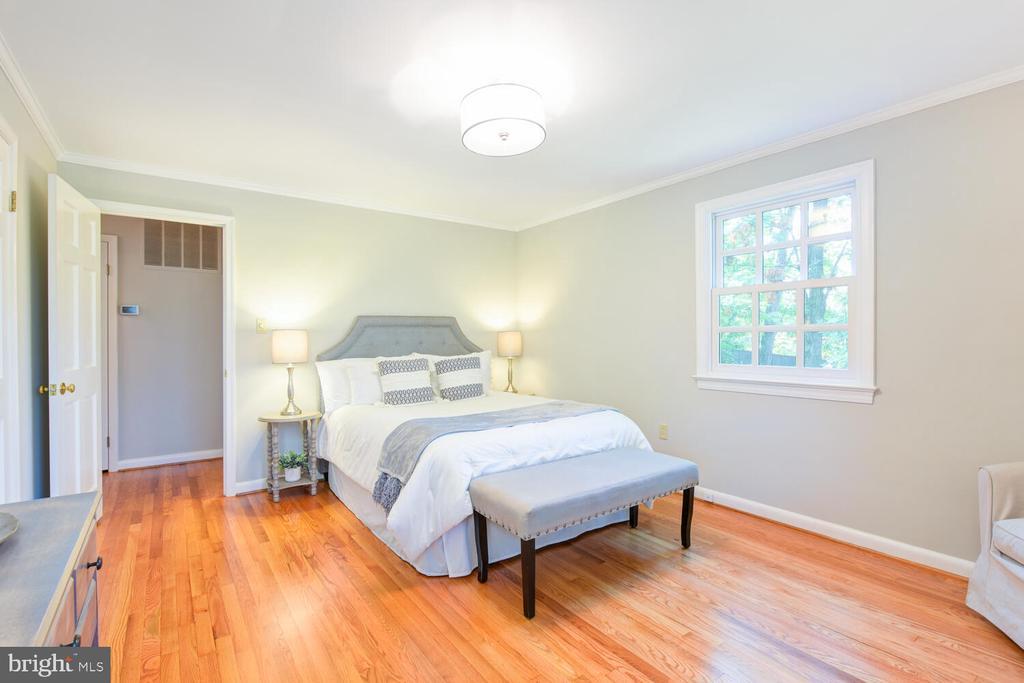 Another  Bedroom view - 2305 WINDSOR RD, ALEXANDRIA