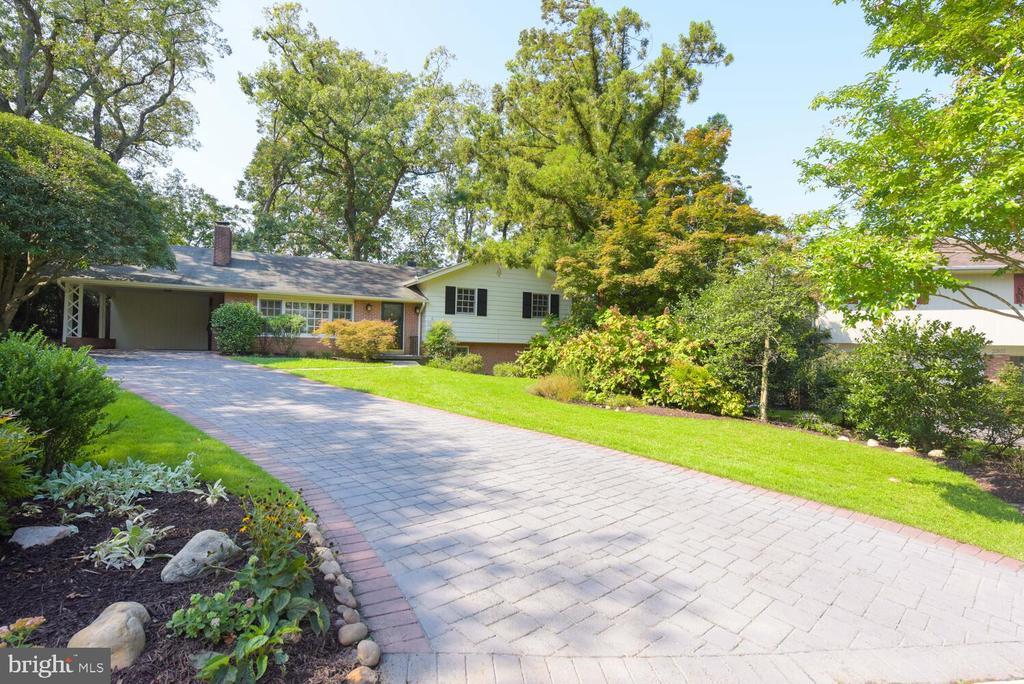 Attractive brick driveway - 2305 WINDSOR RD, ALEXANDRIA