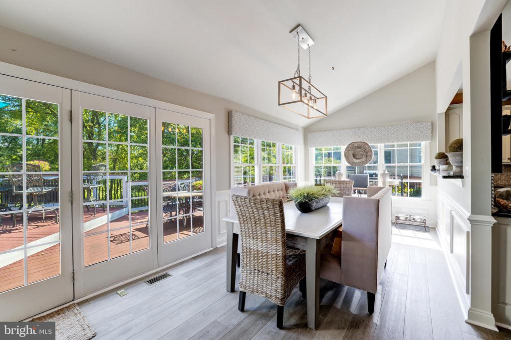 Morning room with access to deck - 19598 SARATOGA SPRINGS PL, ASHBURN