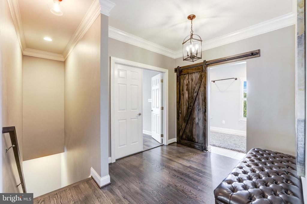 Entrance to owner's suite & laundry room - 19598 SARATOGA SPRINGS PL, ASHBURN