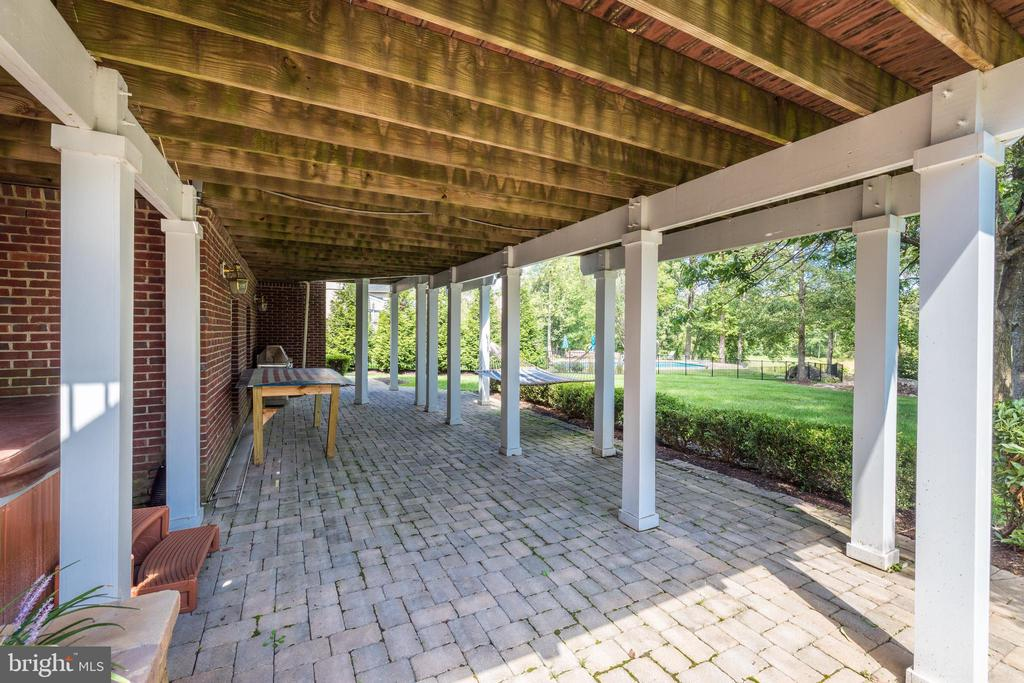 Large patio spans the length of the home - 19598 SARATOGA SPRINGS PL, ASHBURN