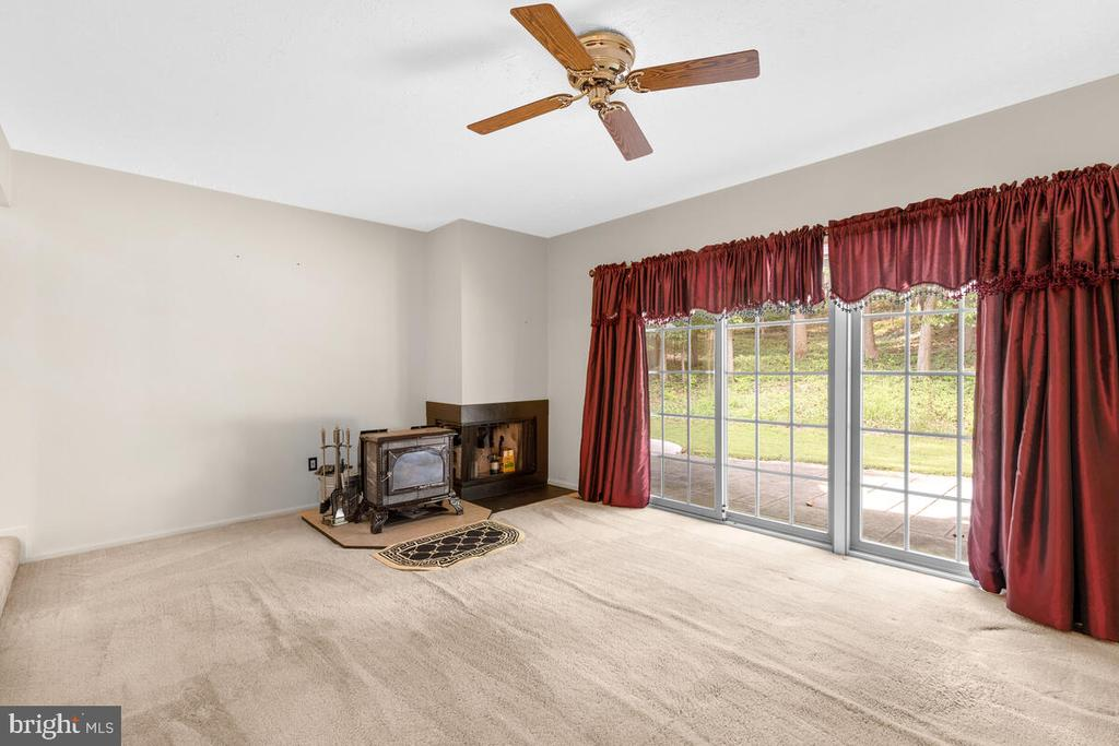 Family Room - 3000 BEETHOVEN WAY, SILVER SPRING