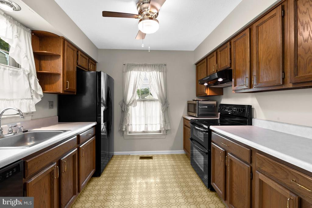 Large Kitchen with generous counter space - 3000 BEETHOVEN WAY, SILVER SPRING