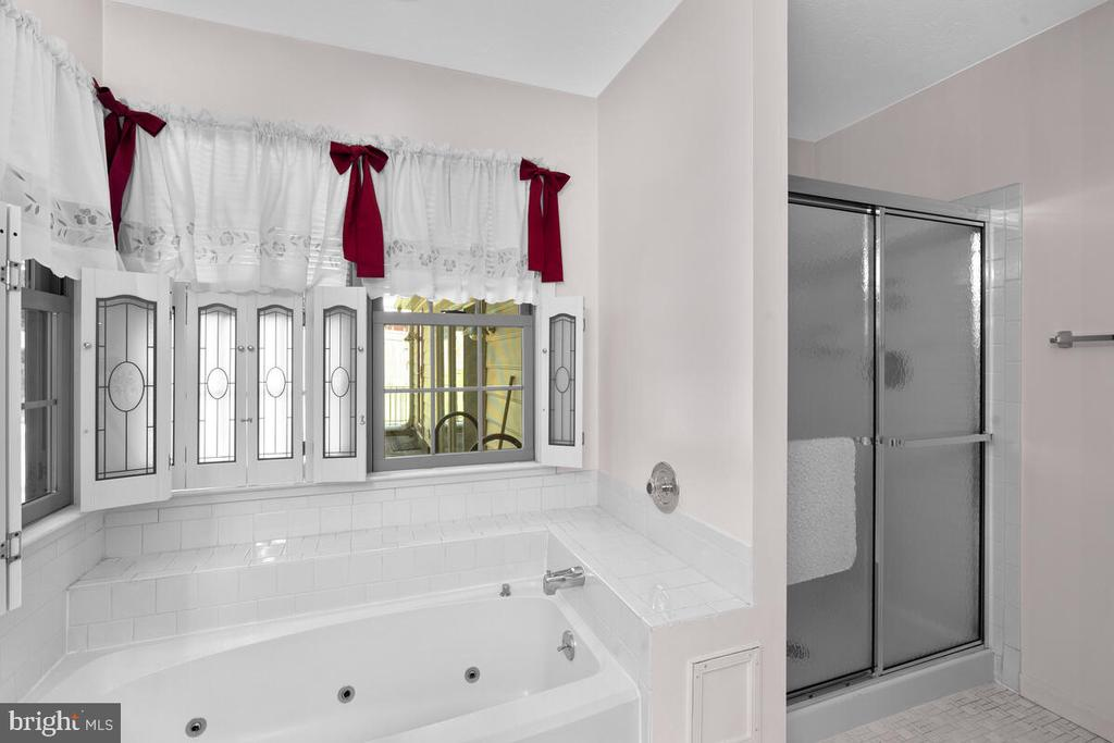 Primary Bath w/Jetted Tub and Separate Shower - 3000 BEETHOVEN WAY, SILVER SPRING