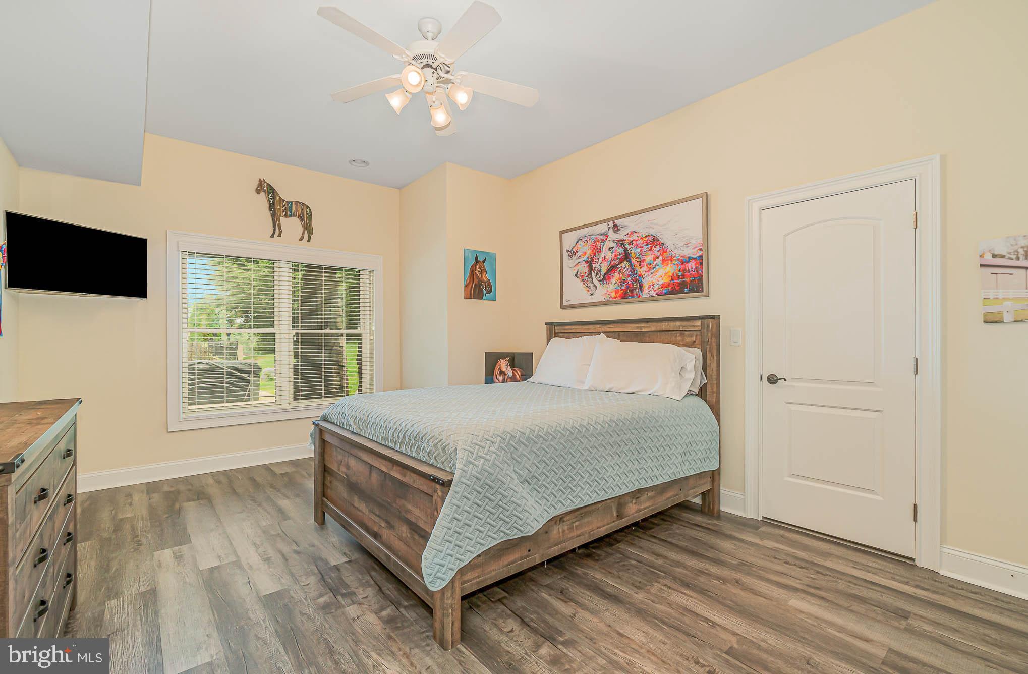 LL - BR #7 w/ new flooring & large WIC & full bath